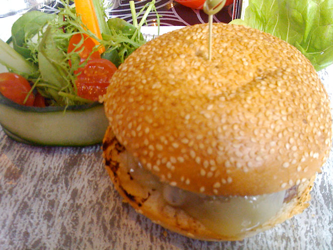 Le Richemond - burger and salad