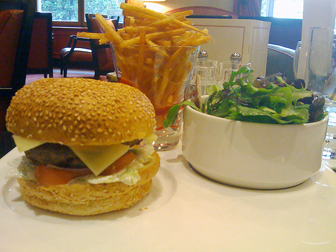 Métropole - burger and fries