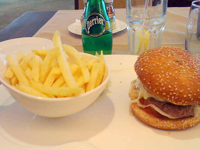 Kempinski - cheeseburger and fries