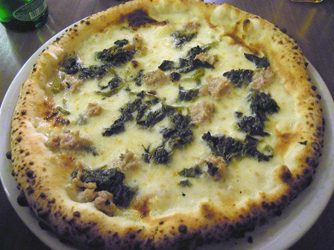 Luigia - pizza vesuvio