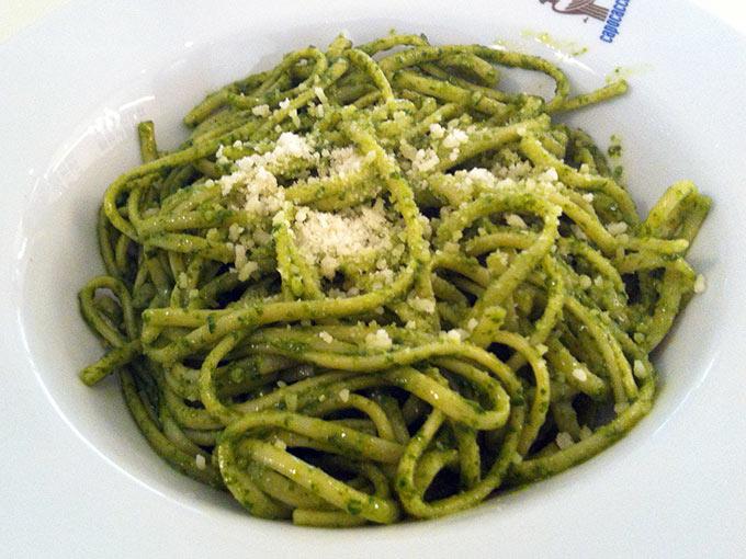 capocaccia - spaghetti pesto