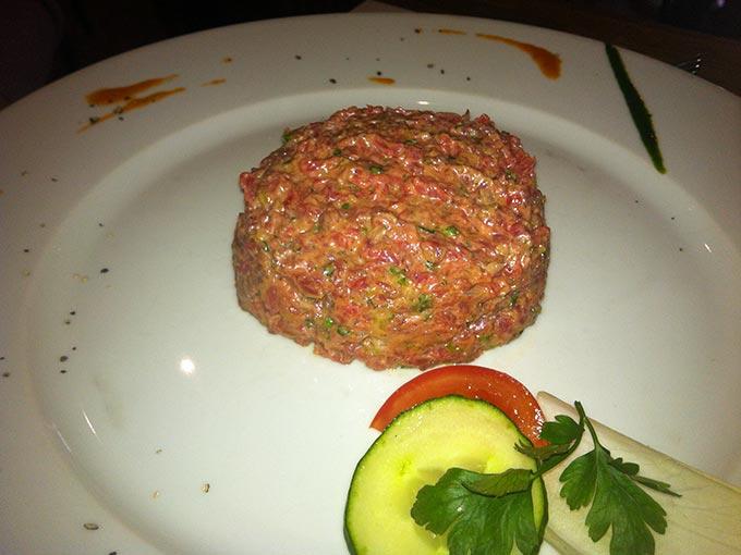 Les Dix Vins - steak tartare