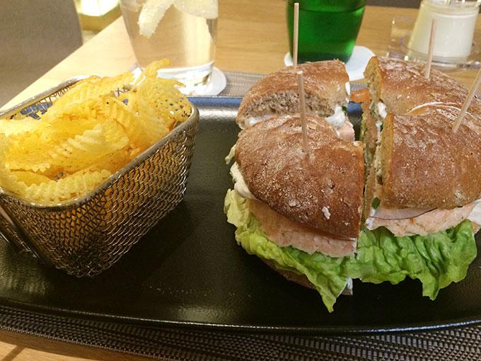 ICC Mövenpick - Salmon tartare bagel sandwich