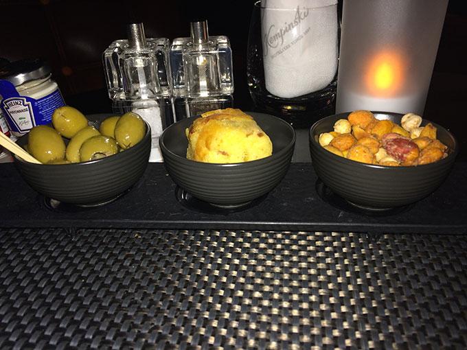 Kempinski - cocktail nuts