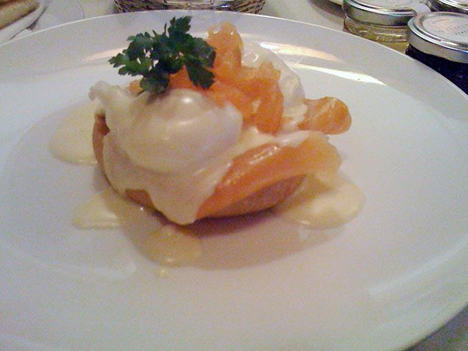 La Réserve - eggs benedict