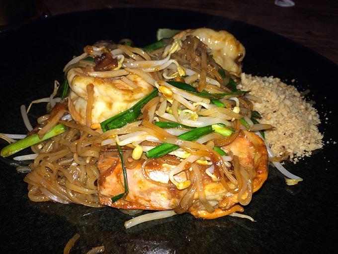 Jeab Fine Cuisine Thai - pad thai
