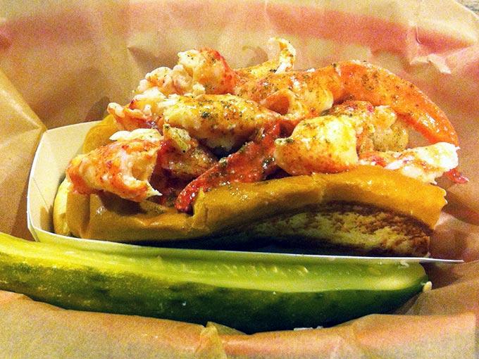 luke-lobster-roll
